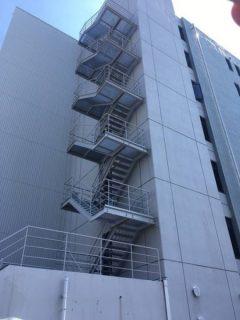 水戸市でビル外階段塗装工事