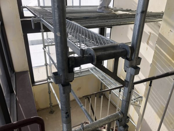 内部足場の施工